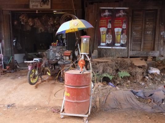 Benzinaio a Sen Monorom - Cambodia