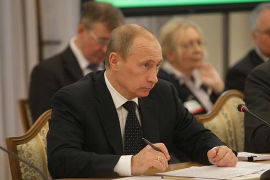 Vladimir_Putin_in_Ukraine_November_2009-14