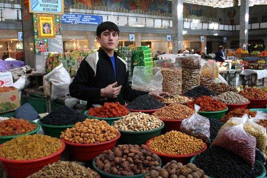 Young_Tajikistani_dry_fruit_seller