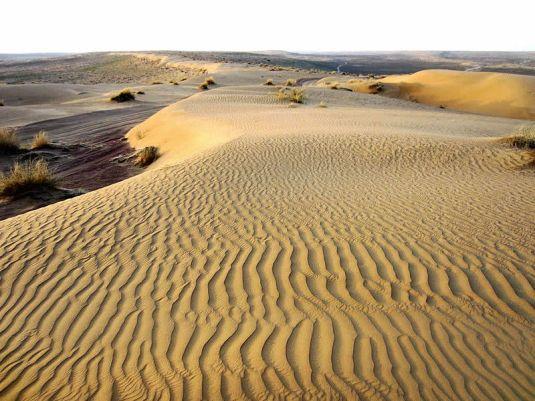 800px-Karakum_Desert,_Turkmenistan