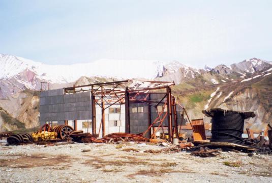 Belaz_workshops_in_Tajikistan_destroyed_during_the_civil_war